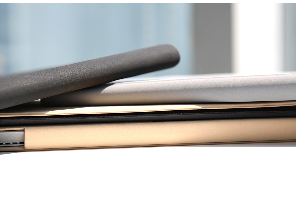 d-park protective cover for Microsoft Surface3, with velcro design for adjusting the cover and secure the tablet.